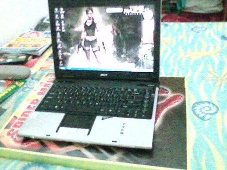 """my lappie in da """"laptopper"""" (maaf kalo gambarnya ancur, pake kamera VGA!)"""